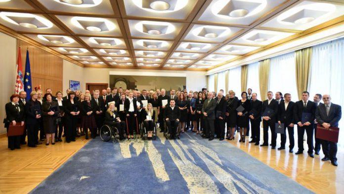 Predsjednica odlikovala pojedince za rad i doprinos razvoju