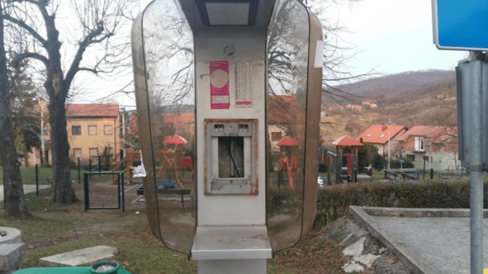 """Diljem grada """"nestaju"""" javne telefonske govornice"""