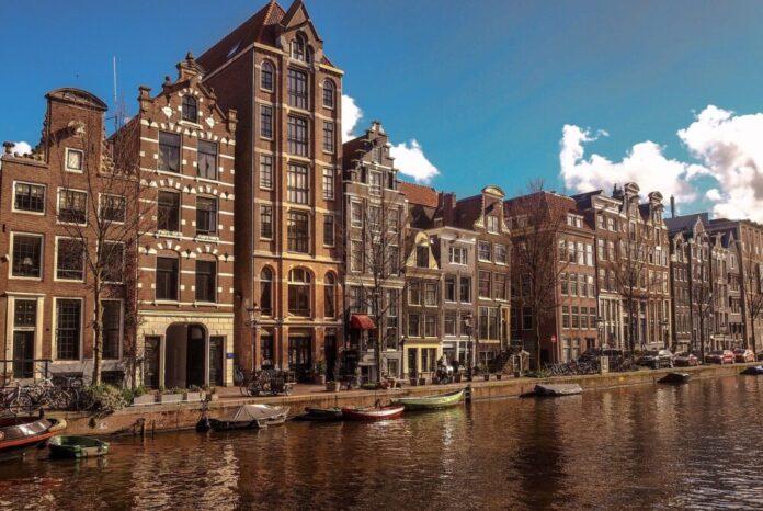 Amsterdam i Rotterdam odredili obvezu nošenja zaštitnih maski