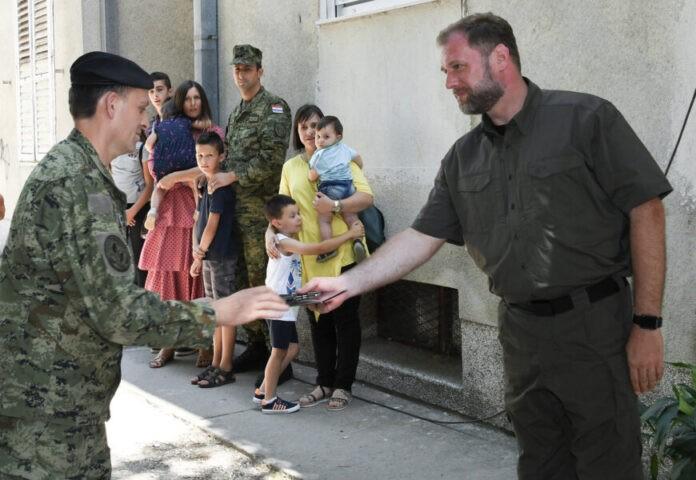 Ministar Banožić uručio ključeve stanova