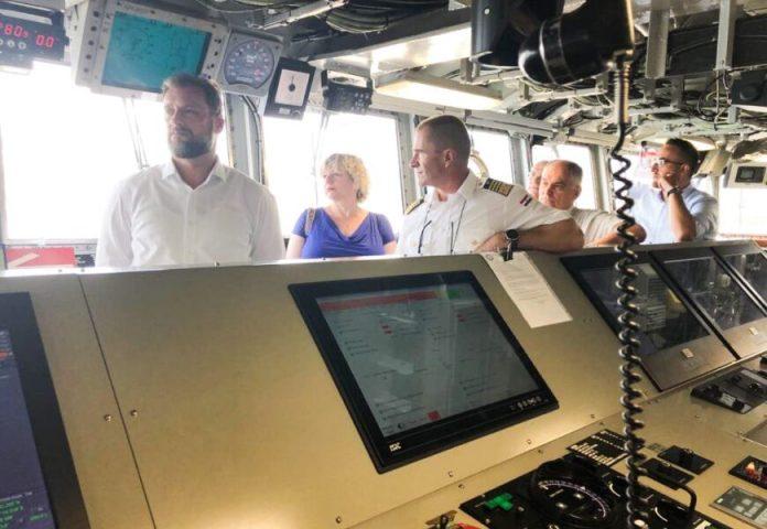 Posjet Banožića i Hranja američkom brodu USS Mount Whitney